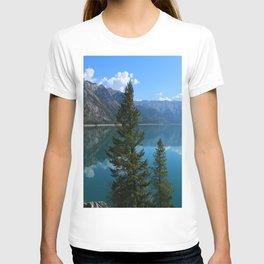 Beautiful Lake Minnewanka T-shirt