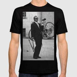 Bill F Murray stealing a bike. Rushmore production photo. T-shirt