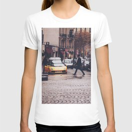 ITALIAN - YELLOW - MAN - STREETS - SUPERCAR - PHOTOGRAPHY T-shirt