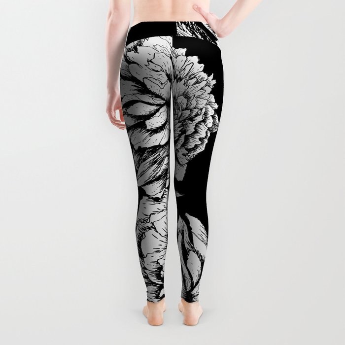 FLOWERS IN BLACK AND WHITE Leggings