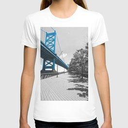 Ben Franklin Bridge-Race Street Pier Philadelphia T-shirt