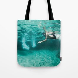 Jeux sous marins / Underwater games Tote Bag