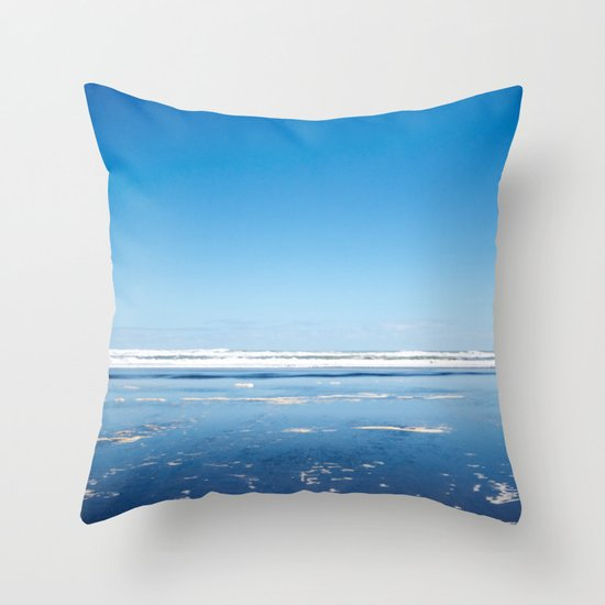 The end of the earth. Throw Pillow