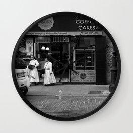 Monjas en el Bakery Shop Wall Clock
