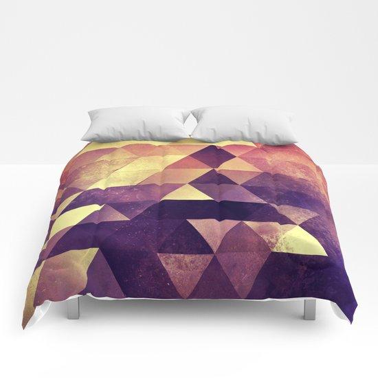 myyk lyyv Comforters