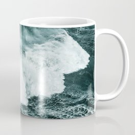 Wild waves crashing Coffee Mug