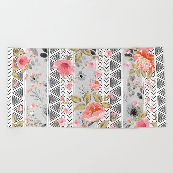 Pattern flowers with triangular shapes Beach Towel