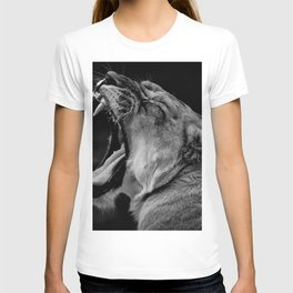 12,000pixel - 500dpi, High Quality Photograph - Yawning Lioness - Black and white T-shirt
