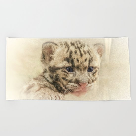 CUTE CLOUDED LEOPARD CUB Beach Towel
