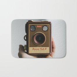 Vintage Old Photo Camera | Camara de fotos antigua Bath Mat