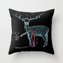 Vivimos en un peligro constante (We live in a constant danger) Throw Pillow