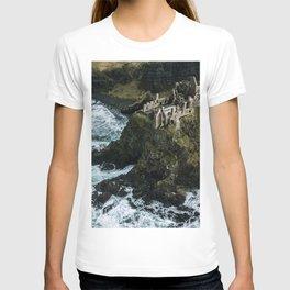 Castle ruin by the irish sea - Landscape Photography T-shirt