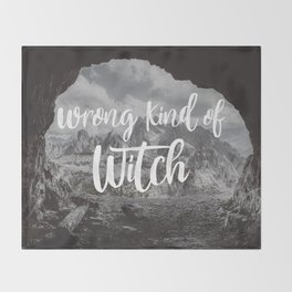Manon Blackbeak - Wrong kind of witch Throw Blanket