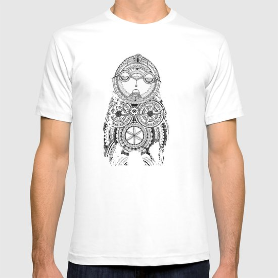 A wise old owl sat on an oak T-shirt