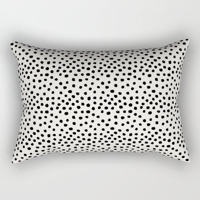 Preppy brushstroke free polka dots black and white spots dots dalmation animal spots design minimal Rechteckiges Kissen