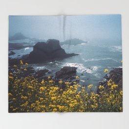 Yaquina Head Throw Blanket