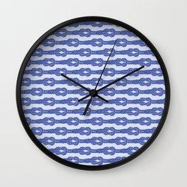 Kreuzknoten Wall Clock