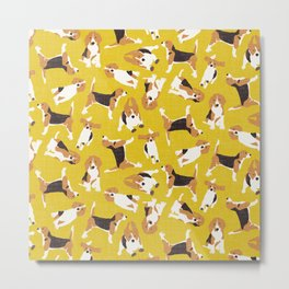 beagle scatter yellow Metal Print