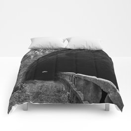 Paw Paw Grunge Tunnel - Black & White Comforters