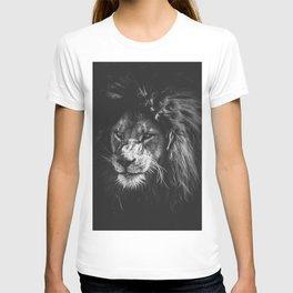 Black and white lion T-shirt