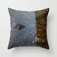 i sea weed Throw Pillow