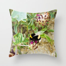 bumble bee on the dunes I Throw Pillow