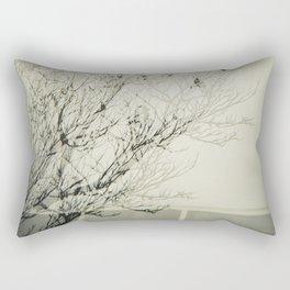 Des oiseaux pas dans le ciel Rectangular Pillow