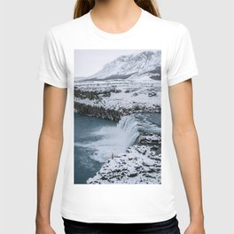 Waterfall in Icelandic highlands during winter with mountain - Landscape Photography T-shirt