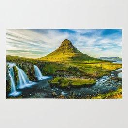 Triple waterfalls of Kirkjufell in Iceland I Rug