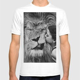 Grouchy Lion being kissed by brunette girl black and white photography T-shirt