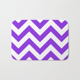Large chevron pattern / blue violent Bath Mat