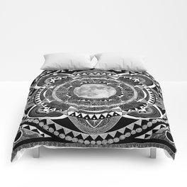 mooncheeesi Comforters