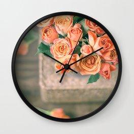 Rosas naranjas Wall Clock