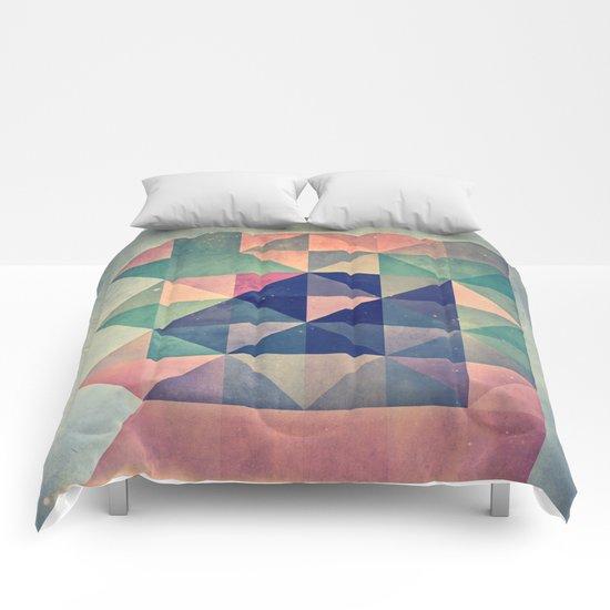 chyym xryym Comforters