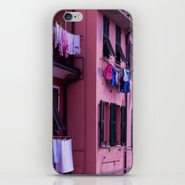 Tuscan building with its typical windows and balconies with clothes drying in the sun iPhone Skin