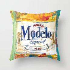 Modelo Throw Pillow