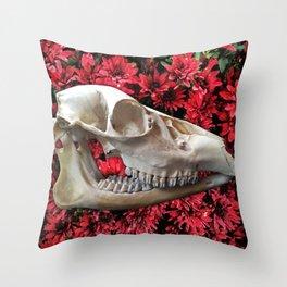 Cama de Flores Throw Pillow