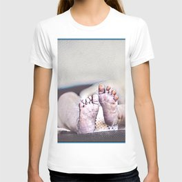 LITTLE FEET BIG FOOTPRINTS T-shirt