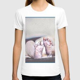 LITTLE FEET BIG FOOTPRINTS T-shirt