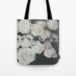 aliens love roses Tote Bag