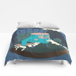 ZOMBIE CRAWLER IN CEMETARY Comforters
