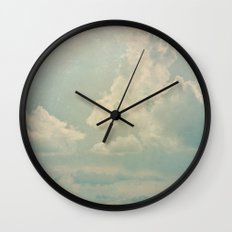 Vieja postal del cielo Wall Clock