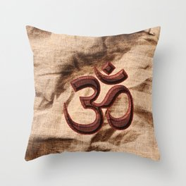 Kraftsymbol OM Throw Pillow