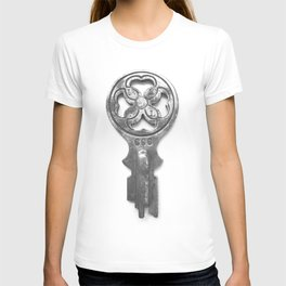 antique and unique key I T-shirt