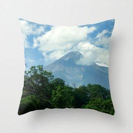 Coloso en calma Throw Pillow
