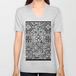 celtic knot black & white Unisex V-Neck