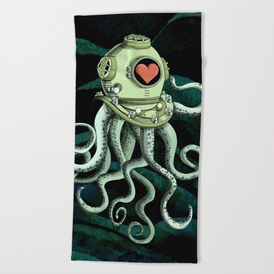 octopus diver in love Beach Towel