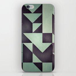 :: geometric maze VIII :: iPhone Skin