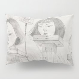 Display of Heads Pillow Sham