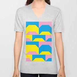 Trapezi e altre forme. Rosa, azzurro, giallo. Sembrano piccoli ponti per bambini, fatti in legno. Unisex V-Neck